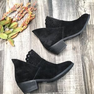 Me Too Suede Laser Cutout Ankle Booties, si